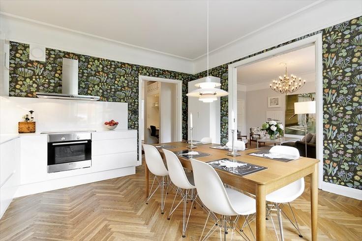 Eames chairs, PH lamp and Svenskt Tenn wallpaper in ex-blogger Hotspot's former apartment