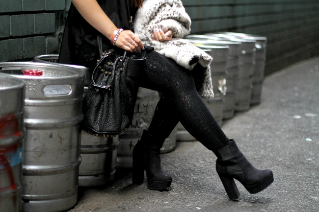 Style Paws - black sequin leggings