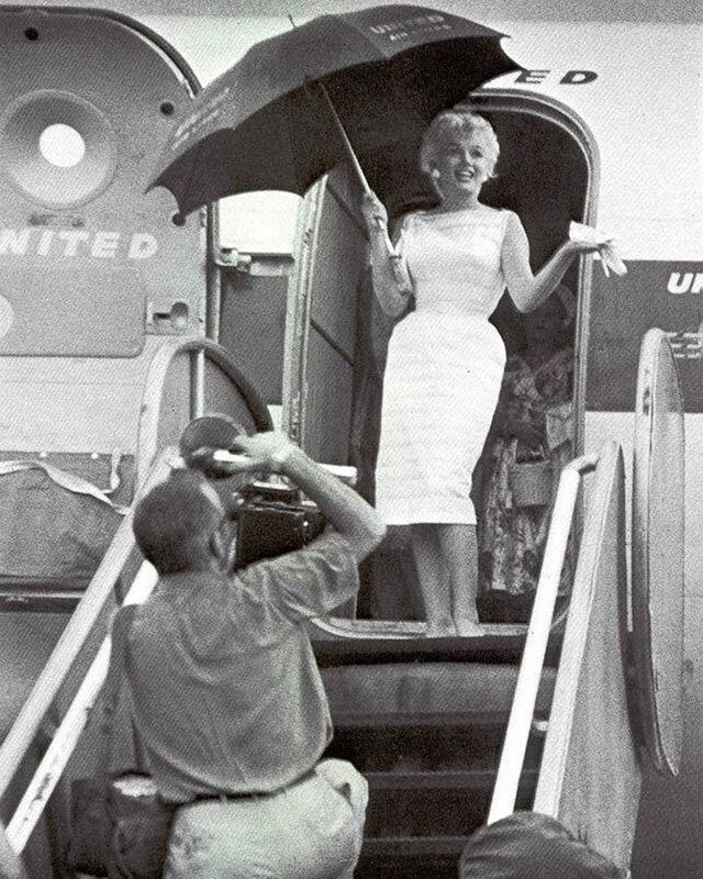 ♡ August 9, 1955 • Marilyn arrives at University of Illinois Airport, heading to Bement, IL after landing to help celebrate the town's centenary. She judges a beard contest, delivers a speech at the Abraham Lincoln Museum, and visits an art exhibit among the festivities. 💛💙💜💚❤️💘🌟🌟😍😘 _ [ #MarilynMonroe #NormaJeane #MM #Monroe #Marilynettes #Manroes #classic #oldhollywood #1950s #vintage #retro ]