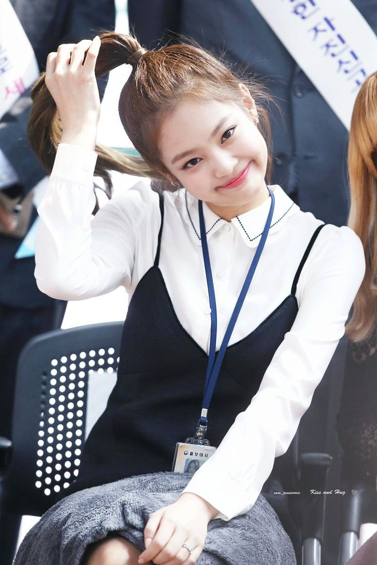 4017ed2e1805132b854c8061c590ba4a--kisses-and-hugs-blackpink-jennie.jpg