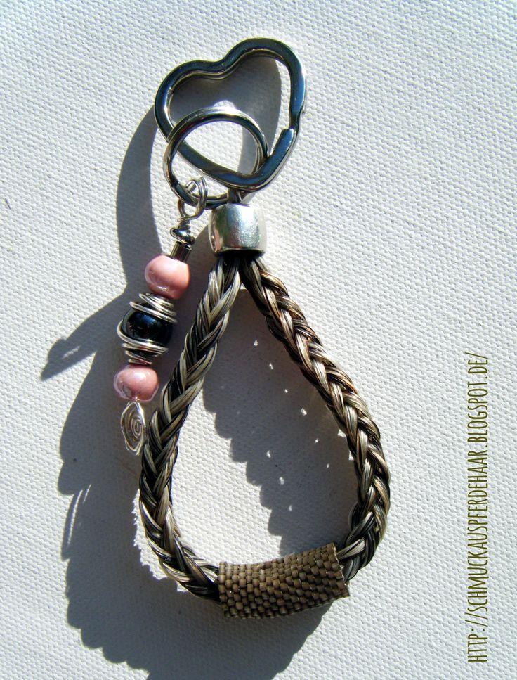 Schlüsselanhänger mit Perlen und einer Beaded Bead
