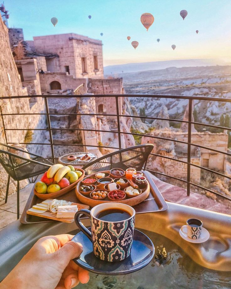 5,433 отметок «Нравится», 116 комментариев — Viktoriya Sener (@tiebowtie) в Instagram: «Waking up with this view: hot jacuzzi, breakfast with Turkish coffee and Cappadocian landscape ✨…»