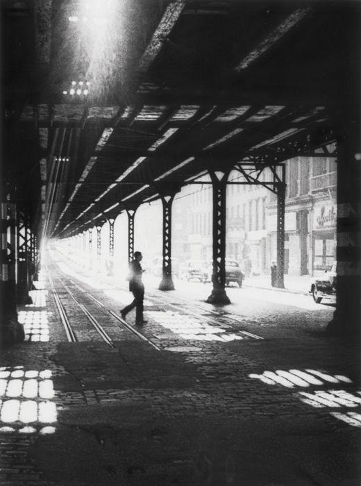 Man under El - New-York - 1955 © William KLEIN