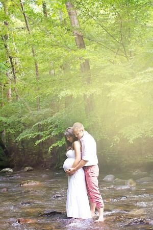 Beautiful outdoors rustic maternity session. Maternity photos. Unique photos. What to wear. Bedford Lake, Bedford,VA » Sherry Conrad Photography by lillian