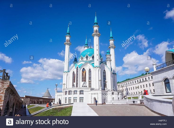 Download this stock image: Kul-Sharif Mosque in Kazan - the main mosque in Tatarstan, one of the largest Muslim temple in Europe, which is located on the t - H4P7FJ from Alamy's library of millions of high resolution stock photos, illustrations and vectors.