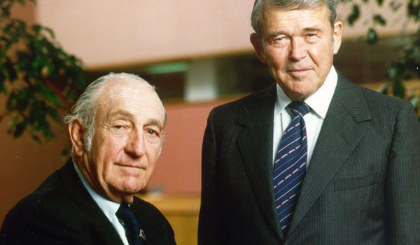 6_bill_dave.jpg (600×350)  Bill Hewlett and David Packard - Hewlett-Packard (HP)  Palo Alto, Calif.  Founded 1939    After graduating with degrees in electrical engineering from Stanford in 1934, Bill Hewlett and David Packard forged a friendship during a two-week camping and fishing trip in Colorado. Four years later the pair began working part-time on a product based on Hewlett's study of negative feedback in a rented Palo Alto garage with $538 in cash and a used drill press. Result: HP200