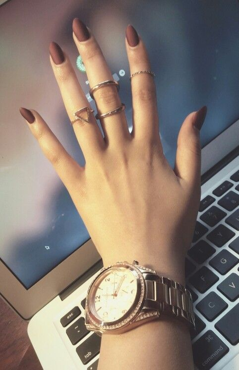 Maroon matte nails go so nice with rose gold.