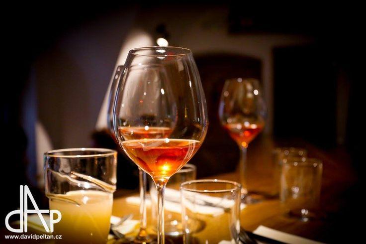 TATARÁKY A VÍNA  Hostování Michala Hrubeše z restaurace Dobromila, řádící Weky a vína z rukou Čuldy. Foto: David Peltán http://www.thir.cz/ #thirwinebar #wine