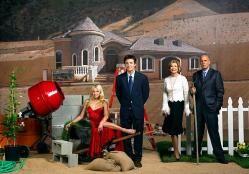 Arrested Development es una serie de televisión galardonada con el premio Emmy como comedia televisiva que se emitió originalmente en los Estados Unidos entre noviembre de 2003 y febrero de 2006. Esta sitcom está centrada en los personajes de una familia disfuncional que ha perdido su riqueza