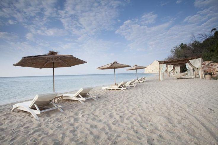 Аргата е малкият плаж на Thracian Cliffs Golf & Beach Resort, с искрящ пясък, девствена природа и чисти, тюркоазени води. Плажът предлага комфортни шезлонги, просторни кабани и емблематичните за Аргата хамаци, разположени на самия морски бряг. Насладете се на един спокоен и лежерен ден, отлична храна и екзотични коктейли в плажния ресторант & бар Аргата. Опитайте барбекю изкушенията, пряс..