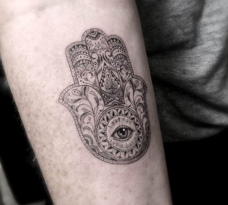 die besten 17 ideen zu tattoo auge auf pinterest augen tattoos farbtattoos und tattoos. Black Bedroom Furniture Sets. Home Design Ideas