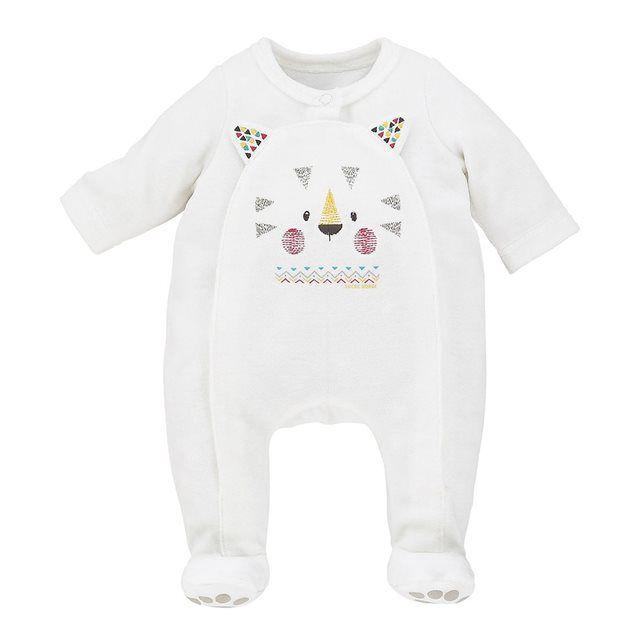 Pyjama bébé Sucre d Orge, écru. Pyjama bebe avec ouverture devant par pressions en velours rasé 75% coton 25% polyester. Motifs imprimés devant et sous les pieds. Existe du 00 au 12 mois.