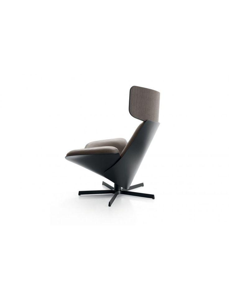B&B Italia Almora  De B&B Italia Almora fauteuil is een van de meest comfortabele fauteuils uit onze collectie. De zitting van de fauteuil is met leder gestoffeerd. Optioneel is deze B&B Italia Almora fauteuil leverbaar met voetenbank.