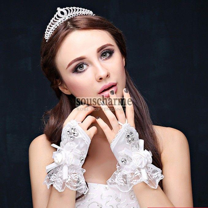 Mitaine mariage splendide en dentelle à poignet évasée gant femme décoré de strass et fleurs
