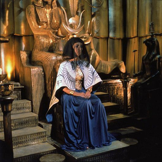 https://flic.kr/p/hn3s9R | Elizabeth in a deleted scene from Cleopatra | This was intended as Elizabeth's first appearance in the film.