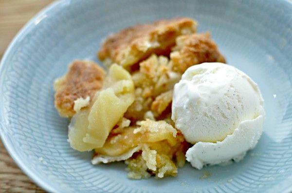 Glutenfri äppelpaj - Världens enklaste GODASTE äppelpaj recept får ni här serverat med ljuvlig kanelglass. En svensk matklassiker. Prova den NUUU!