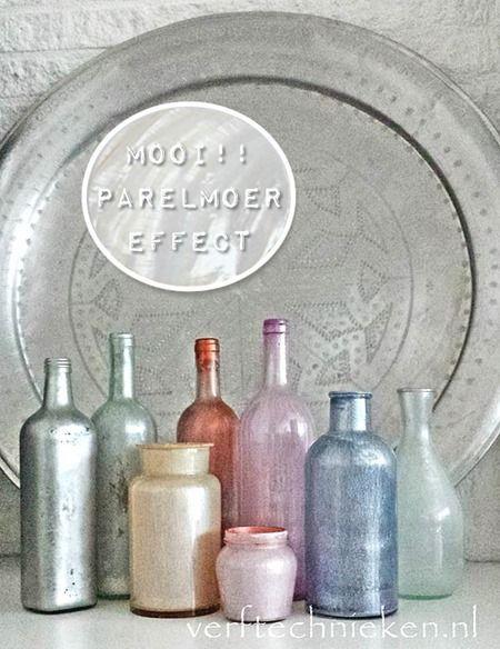 Ik zag laatst een foto (in de ariadne) van prachtige old look flessen op een schoorsteenmantel. Mooie tinten roze, blauw, paars met een wat verweerde uitstraling. Toen ik het zag heb ik er direct een