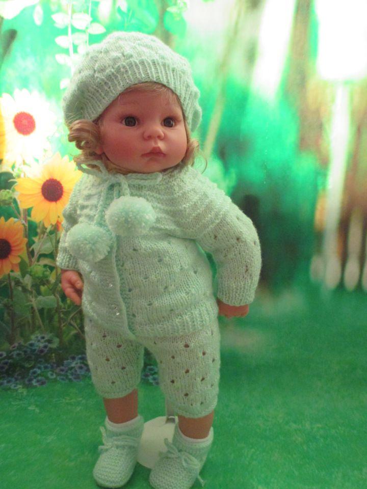 Девочки, сегодня я хочу поделиться описанием кофточки для наших любимых куколок.Размерчик расчитан на милдошечку или на куколку ростиком 52-56 см.