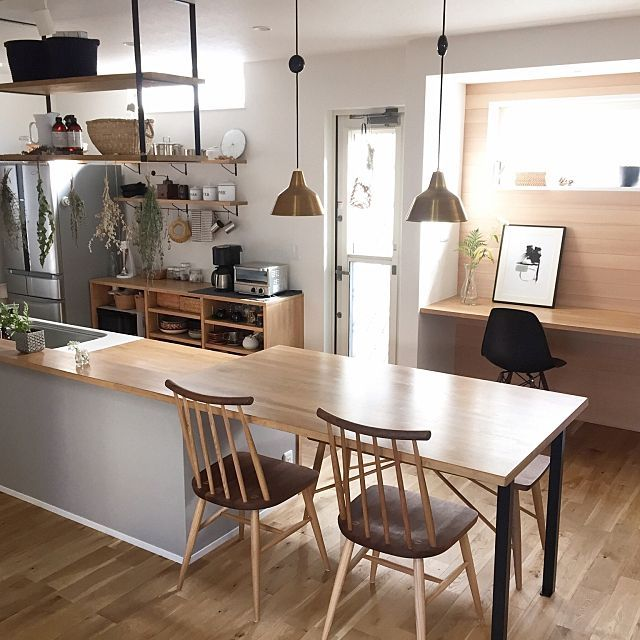 Emiさんの、Overview,無印良品,窓,ナチュラル,一軒家,真鍮,吊り棚,朝日,造作家具,自然光,無垢材,marusho homeについての部屋写真