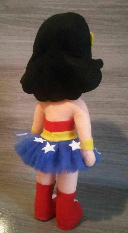 Boneca Mulher Maravilha com molde