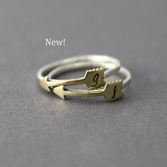 Hoi! Ik heb een geweldige listing op Etsy gevonden: https://www.etsy.com/nl/listing/468078849/de-eerste-ring-pijl-pijl-ring-stack-ring