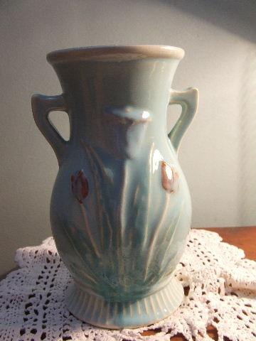 Nivan vase- quite pretty and earthy.