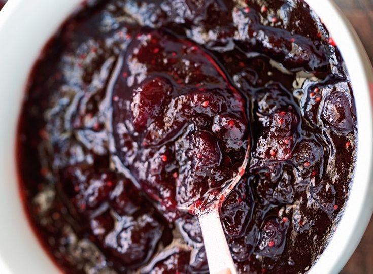 Les bons vieux atocas (ou canneberges) sont des fruits de chez nous qui font de si bonnes sauces! Pour votre poulet ou votre dinde. Miam :)