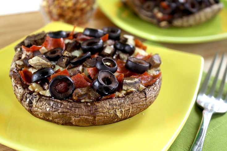 5 Low-Carb Snack Picks to Curb Your Cravings: Pizzas Made Out of Portabella Mushrooms