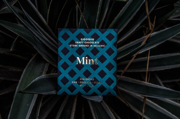 65 % Mint Raw Chocolate - Refreshing mint chocolate made with traditionally grown peppermint leaves.  INGREDIENTS: Cacao bean*, coconut palm sugar*, cacao butter*, mint powder*. *organic  Raw chocolate, minimum 65% cacao content.  Store in a cool, dry place. May contain traces of nuts. Dairy-free, gluten-free and soy-free.