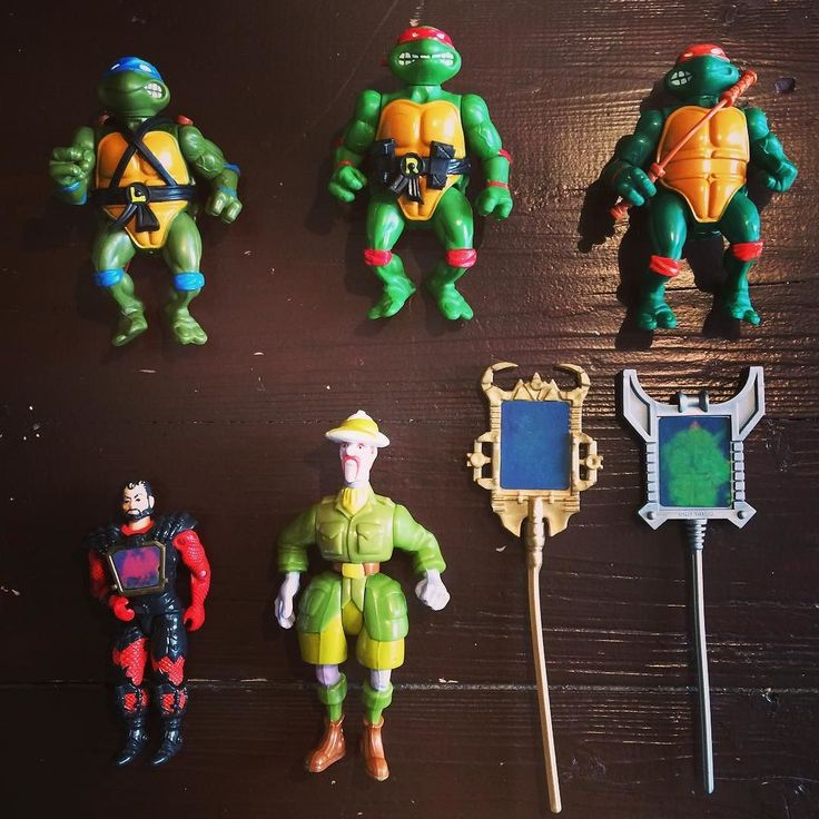 @rubenhalberstadt came by this weekend at FACTS convention and brought me a gift. Sorry for the delay in all orders but I've been playing with my new childhood favorite toys. :) Thanks Ruben! What was your favorite toy as a kid? Do you still have it? -Melvin #actionfigures #turtles #ghostbusters #visionaries #TMNT #turtles #ninjaturtles #teenagemutantninjaturtles #filmation #actionfigure #actionfigurephotography #actionfigurecollection #actionfigurecollector #80s #eighties #childhood #toys…