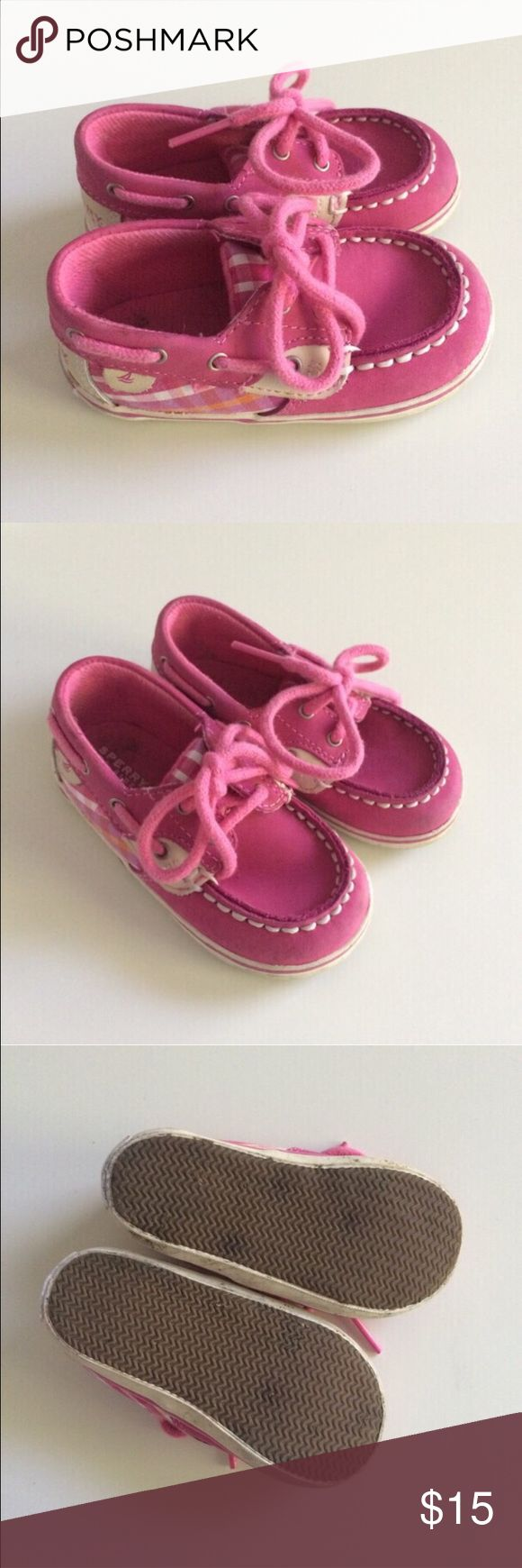 Sperry Kids Pink Gingham Boat Shoes - Size 4 Sperry boat shoes are adorable on their own so add in a mini size and it's too much. We loved these shoes and wore them off and on but not a ton. There is some light spotty staining on the inside of one of the shoes (pic 4) but otherwise in very good condition! Sperry Top-Sider Shoes Baby & Walker