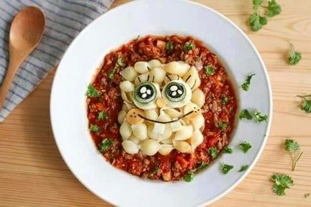 Bagaimana dengan inspirasi makan siang anak yang satu ini. Tertarik membuatkan buah hati makanan seperti ini?
