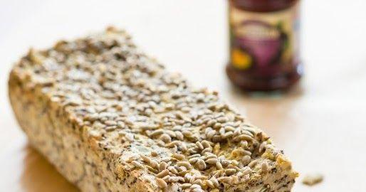 Zrobienie chleba zawsze kojarzyło mi się z nieziemsko trudnym zadaniem i wszystkie przepisy omijałam szerokim łukiem. Aż wreszcie gdzieś w ...