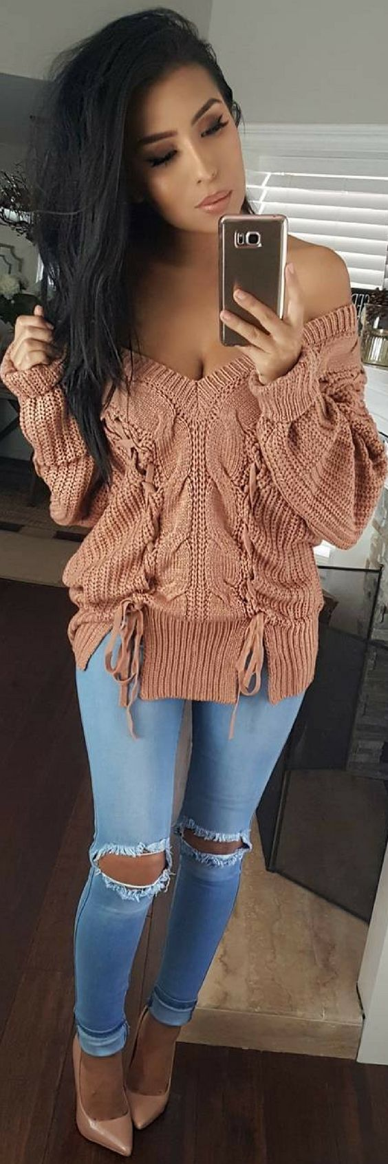 How To Style An Amazing Sweater - Look By Monica Gabriela http://ecstasymodels.blog/2017/10/17/amazing-sweater-look-monica-gabriela/