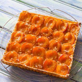Découvrez la recette Tarte aux abricots et aux amandes sur cuisineactuelle.fr.