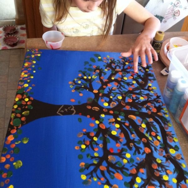Working on a Christmas gift for Daddy. Tree painting with fingerprint leaves by all the kiddos. by roxie