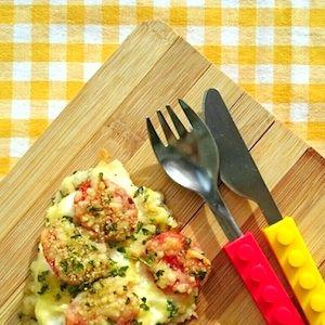 Vis met tomaat en kaas uit de oven, lekker met wat aardappeltjes of pasta erbij. Even voorbereiden en de oven doet de rest van het werk! Lekker recept voor kinderen. http://dekinderkookshop.nl/recipe-items/gegratineerde-vis-met-kaas-en-tomaat/