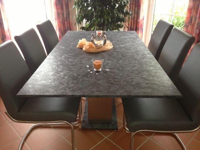 Esstisch mit einer Granittischplatte, 2-teiligem Edelstahlfuß und passender Sockelplatte.  http://www.tisch-nach-mass.com/Nassau