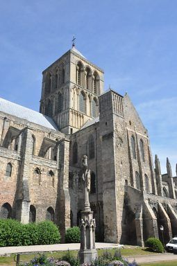 L'abbatiale de la Trinité de Fécamp ,le transept sud date de la fin du XIIe siècle,