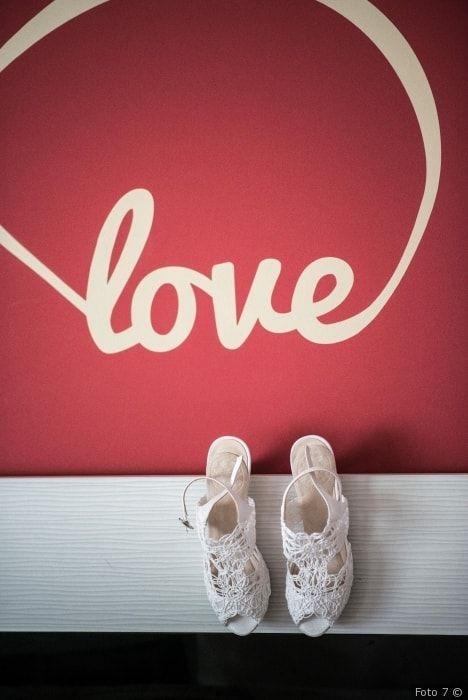 Zapatos de novia con encaje  #wedding #bodas #boda #bodasnet #decoración #decorationideas #decoration #weddings #inspiracion #inspiration #photooftheday #love #beautiful #bride #groom #awesome #shoes #encaje #weddingdecoration