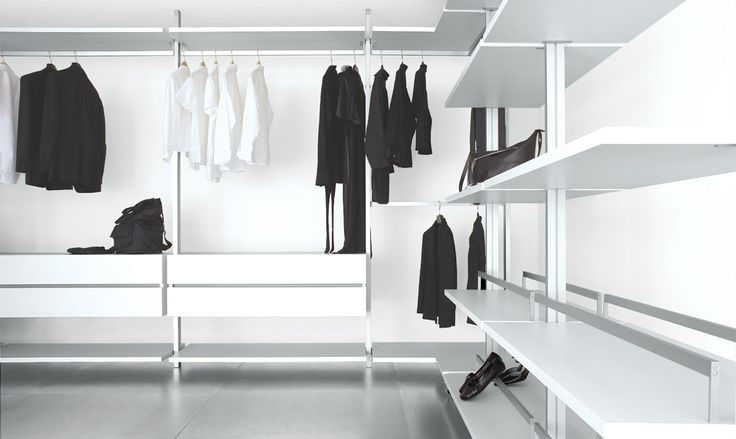 walk-in wardrobe, three sided in lacquered white, aluminium profiles, suitable for rooms of various heights.
