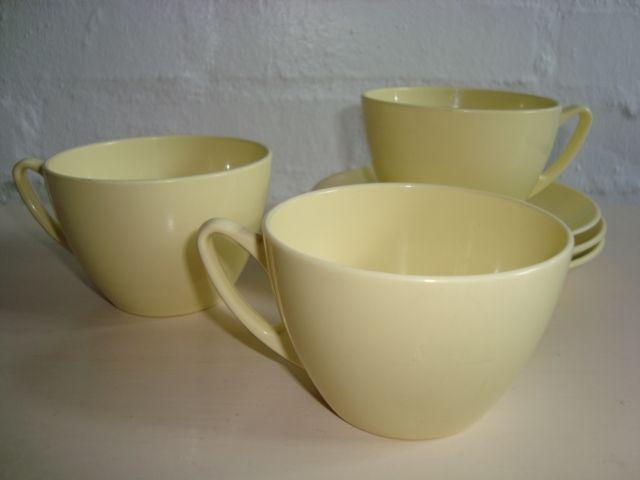 ROSTI Mepal Danish design retro coffee cups - 1950s. Melamin. Kaffekopper. #Rosti #Danish #dansk #design #retro #coffee #cups #50s #kaffekopper #melamin #kitchenware. SOLGT.