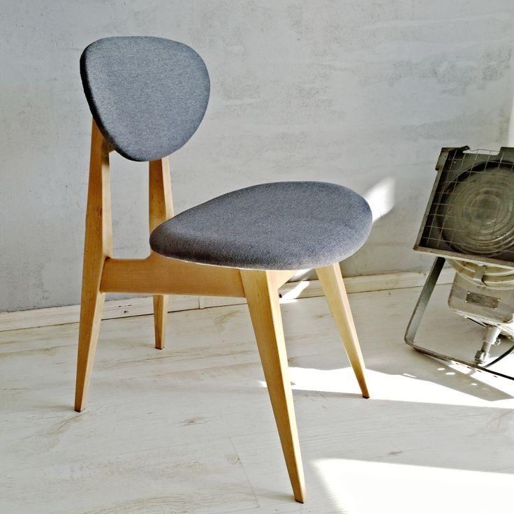 Polskie krzesło projektowe. Lata 60. XX wieku  Nasz kumpel odnalazł je przed laty w Gdańsku. Wiemy, że niegdyś było na stanie Instytutu Rybactwa Śródlądowego w Olsztynie. Wyglądało - mówiąc delikatnie - średnio. My gruntownie je odnowiliśmy i daliśmy nowe życie.