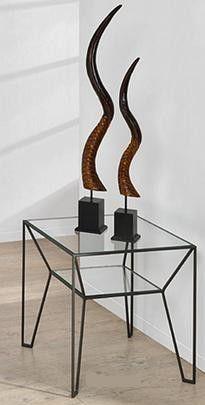 Bout de canapé en métal thermolaqué noir satiné avec un plateau en verre trempé