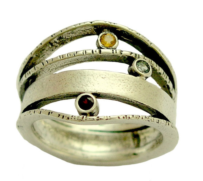 what makes you smile ~~~~~~~~~~~~~~~~~~~~~~ This magnificent ring has uneven bands attached to each other by three round bezels. Among four hamme...
