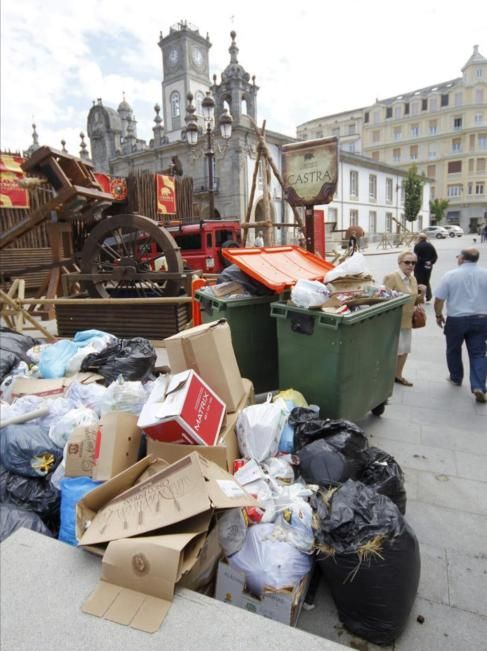"""La ciudad de Lugo vive pendiente de la huelga de basura. Tras 21 días de paro continuado de los trabajadores del servicio de limpieza la ciudad amurallada presenta un estado """""""