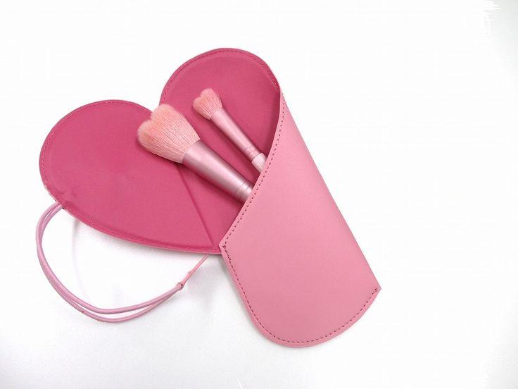Kihitsu heart set HP限定価格のハートセット&ハートポーチ付(ピンク) X-03P ハート 山羊毛 PBT 限定ブラシです。 プレゼント、ご自分へのご褒美として… ハート型のパウダーブラシとアイシャドウブラシです。 贈り物やご自分使いでも、とてもかわい...