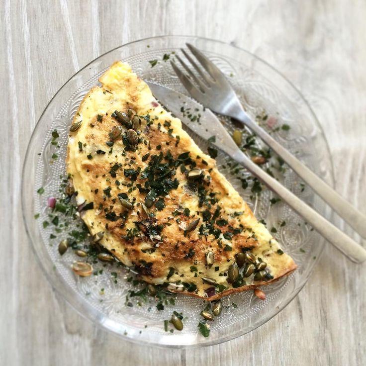 Koolhydraatarme lunch: Italiaanse omelet met tonijn en geroosterde pompoenpitten