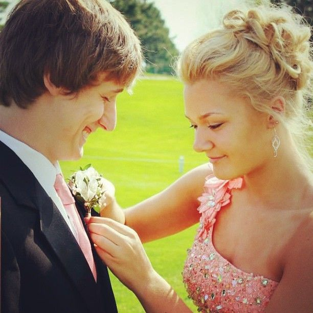 Cute prom and wedding picture idea :)