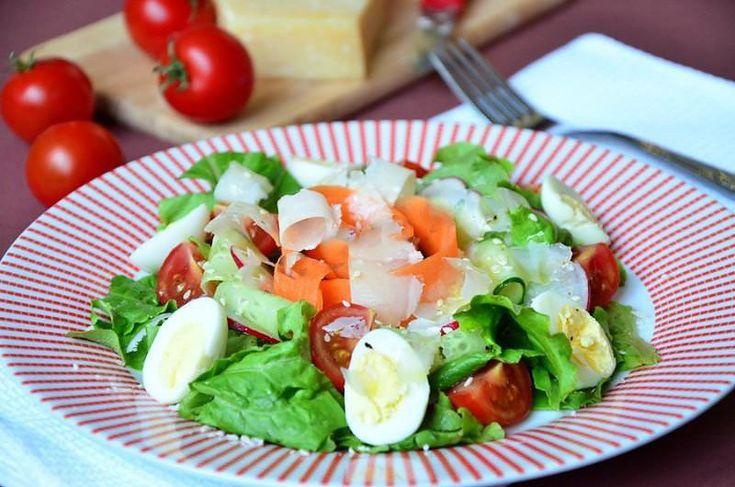 Овощной салат огурец помидор яйцо